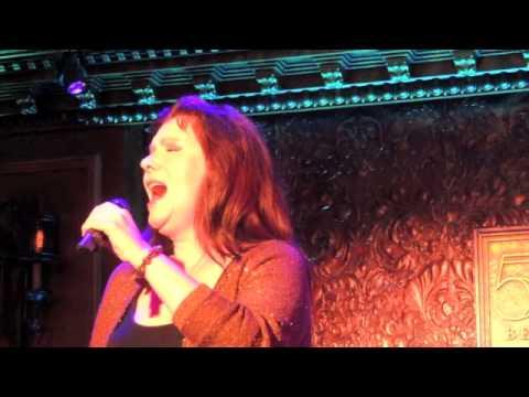 Maureen McGovern sings