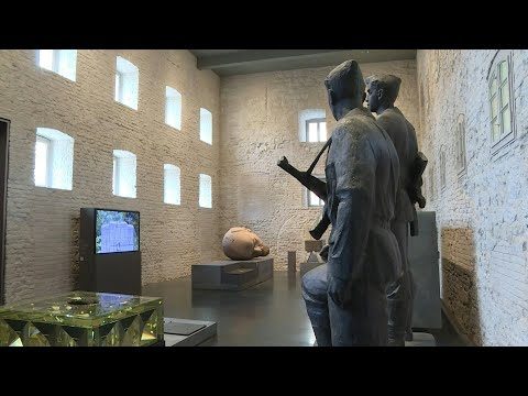 germany-offers-solution-to-toxic-monuments-with-statue-museum- -afp