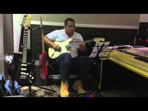Danilo Alves gravando solo de guitarra