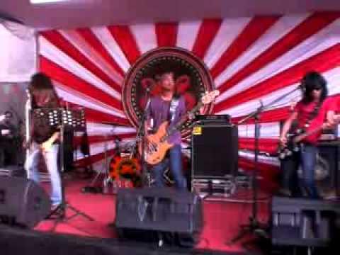 slank-biar-happy-at-jurustandur-no-18-launching-20-juli-2010