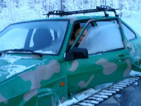 ВАЗ 2109 на гусеницах в тайге зимой.