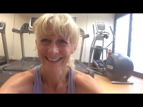 Barefoot interval training in the Gatwick gym - from beach to treadmill! 👣