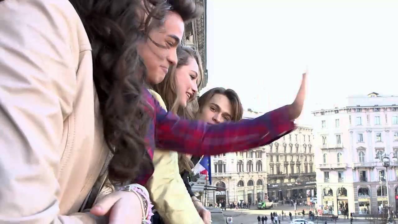 Alex & Co. - Il cast saluta i fan dalla terrazza - YouTube