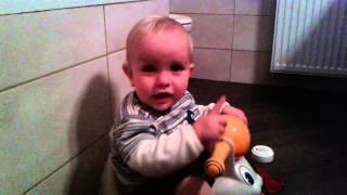 Oskar na kahlici, star eno leto.