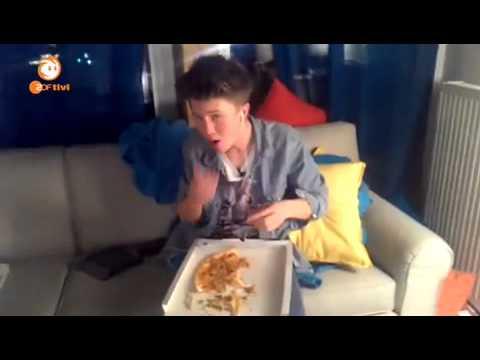 Die Jungs-WG im Schnee Handyvideos; Heute gibts Pizza!