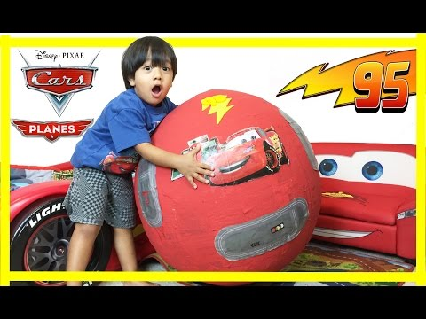 100 cars toys giant egg surprise opening disney pixar lightning mcqueen kids video ryan toysreview