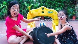 Trò Chơi Đá Bóng Bôi Nhọ Nồi Lên Mặt - Trang Vlog