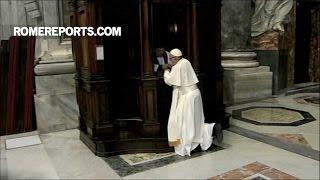 Đức Giáo Hoàng Phanxico xưng tội trong Đền thờ Thánh Phêrô trước khi ngồi tòa giải tội