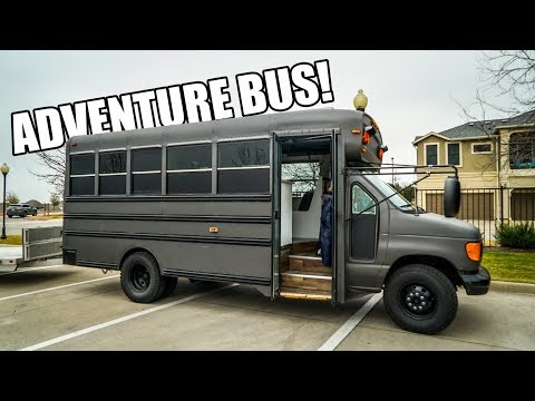 Exploring Gingium's ADVENTURE BUS!