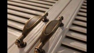 видео Обустройство гостиной в деревянном доме, особенности интерьера, стиль, элементы отделки