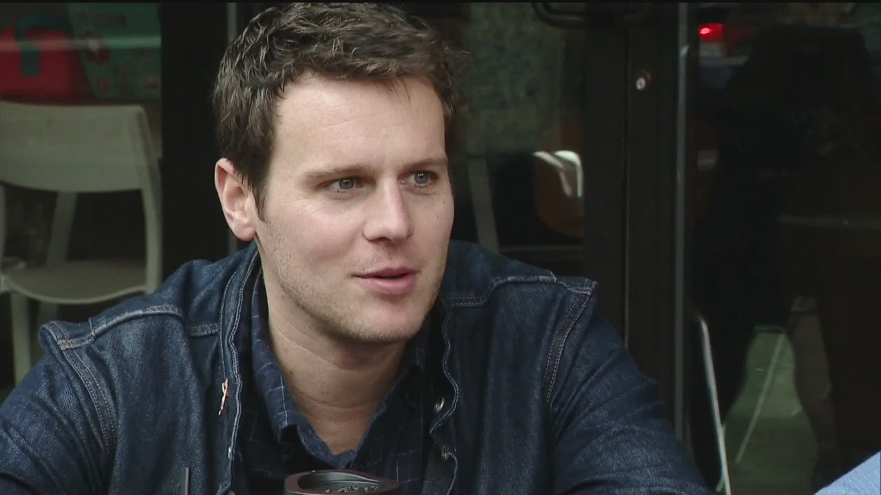 Stage & Screen Star Jonathan Groff Loves Living, Working In Pittsburgh