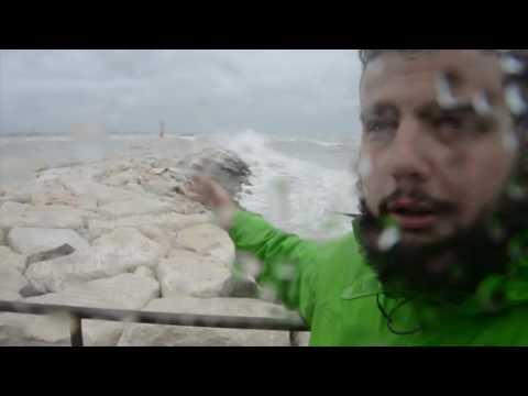 RIMINI: Naufragio al porto, un morto e tre dispersi in mare | VIDEO