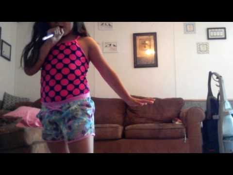 Jaylyn and Ellie singing and dancing to little do you know