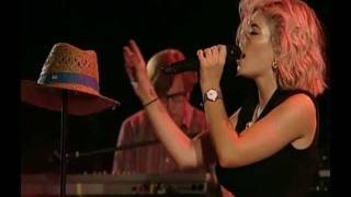 (HD) Marina and the Diamonds - Guilty (Paredes de Coura Festival 19/08/2011) 12