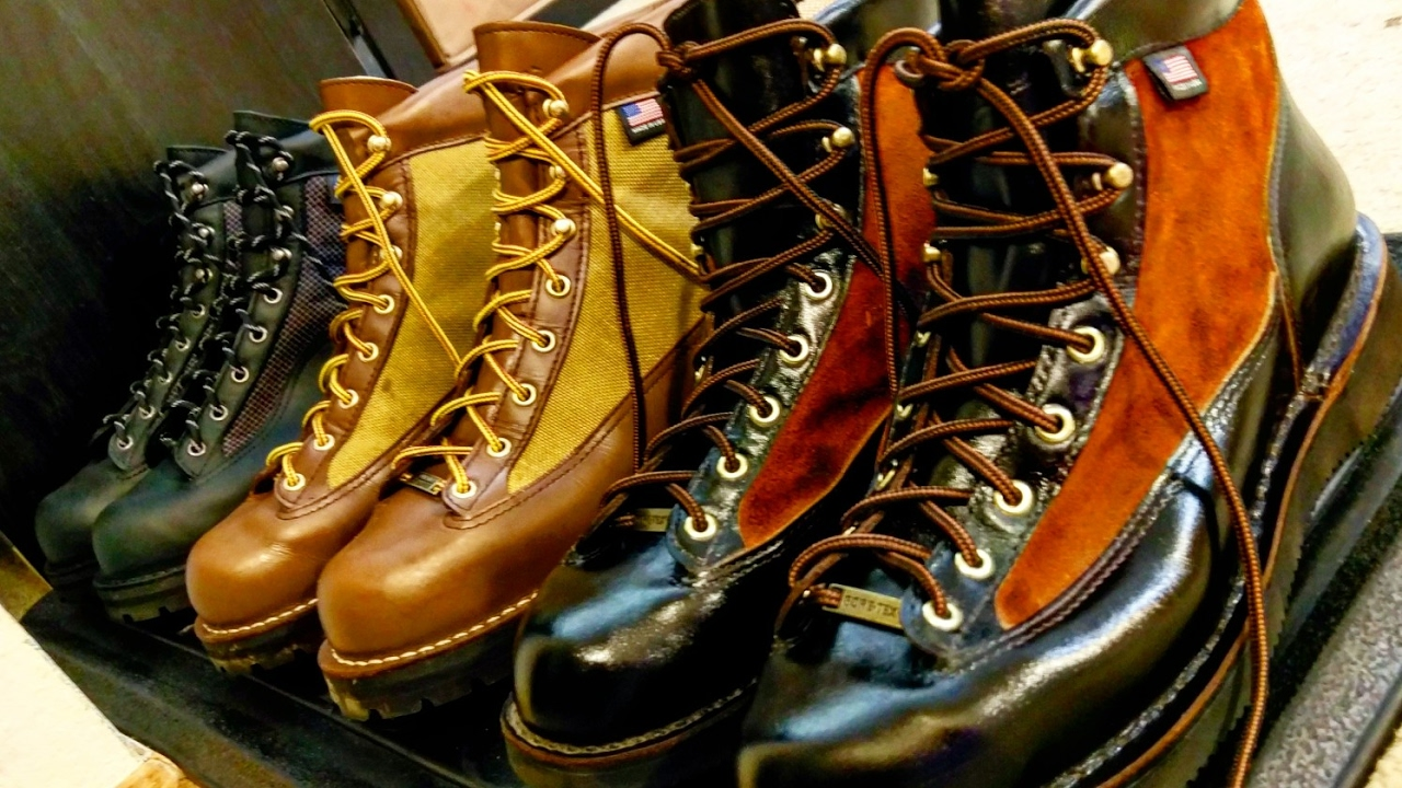 An Overview Of The Danner Light Style Of Boots Youtube
