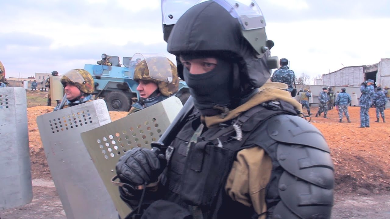 Russian 'Spetsnaz' in anti-riot action - YouTube