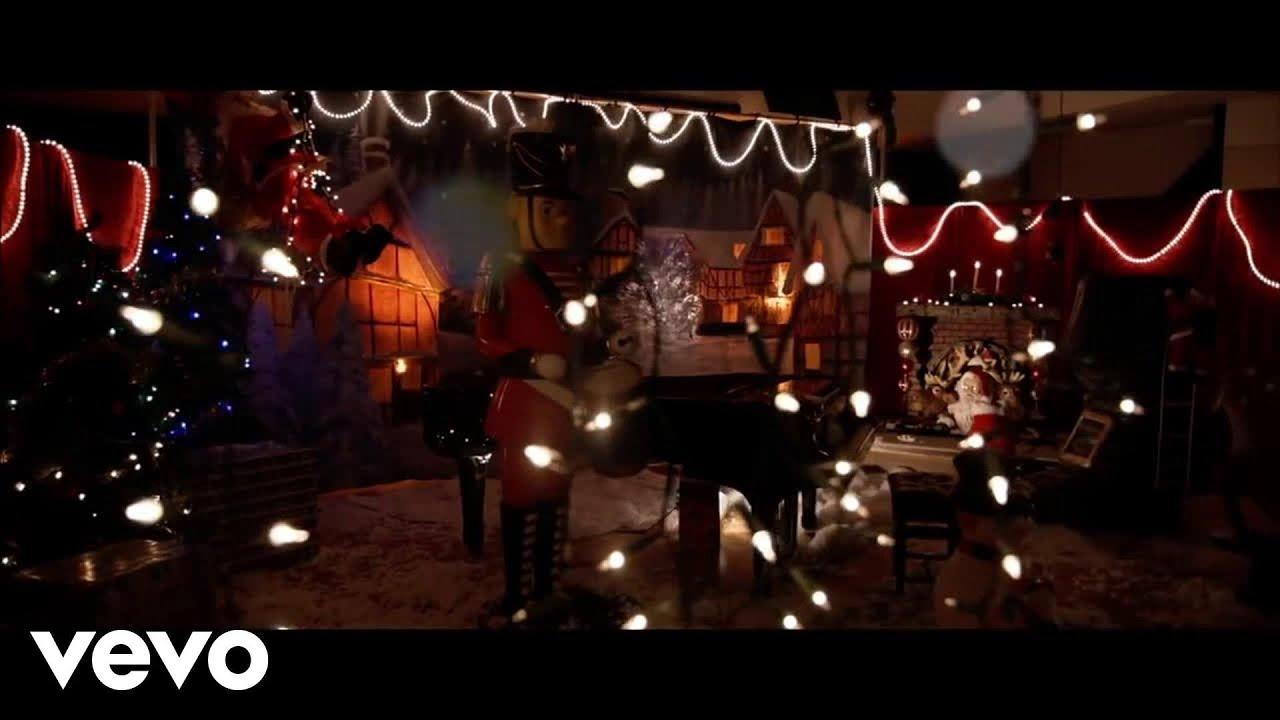 Bradley Gillis - Santa Claus is Rockin'