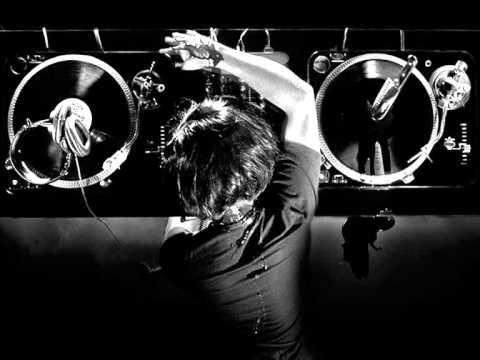 Onur Ergin ft.Ebru Gündes - Cumartesi 2011 Remix
