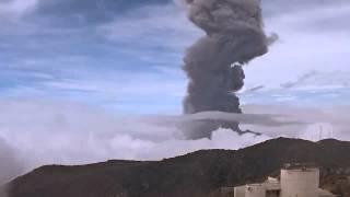 Costa Rica: Volcano Turrialba spews black ash cloud 6,000ft into air [Video]