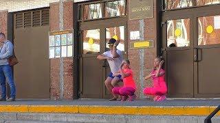 КАК танцуют Ксюша & Вика и ФИЗРУК ??