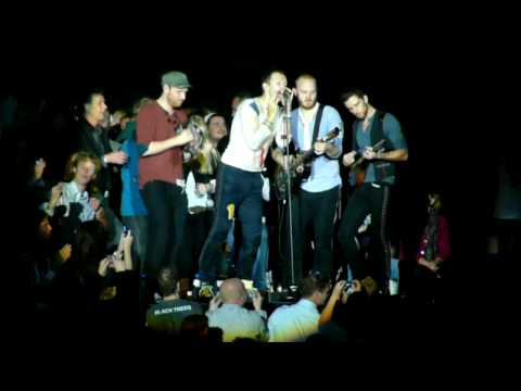 Coldplay - Drummer Will Champion sings a song - 03-10- Ahoy Rotterdam - Viva la Vida Tour