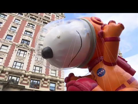 Thanksgiving parade a success amid wind scare Mp3