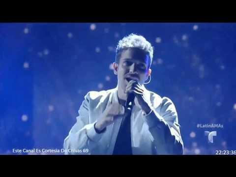 Pablo Alborán cantando