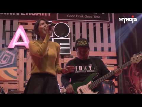EFEK RUMAH KACA - Cinta Melulu (Hyndia Cover) Live at Nicetime Cafe