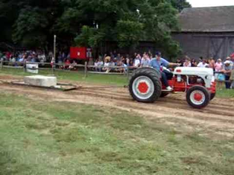9n Ford Tractor >> 1941 Ford 9N Pulling - YouTube