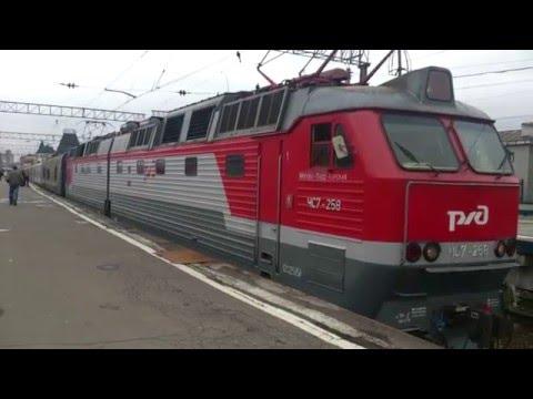 """Поезд 002 """"Россия"""" Москва-Владивосток отправляется в дальний путь."""