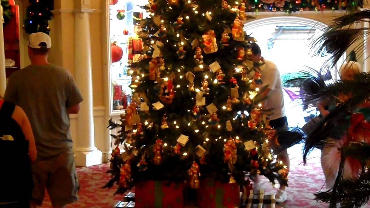 worlds best christmas tree decorations lights on sale at hollywood studios youtube