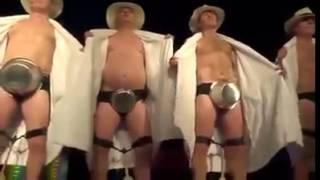 Penisi Üzerinde Davul Çalan Dansçılar (Komedi)   LilTV