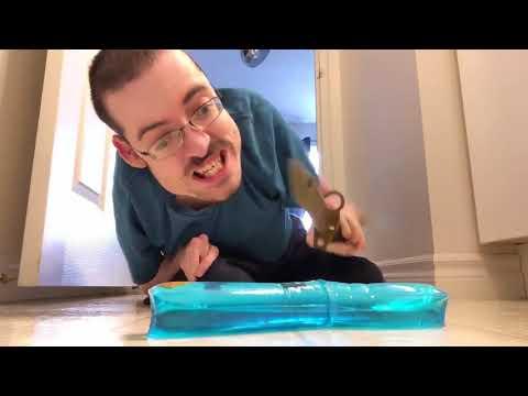 CUTTING THE BLUE THING 🔪 - Ricky Berwick