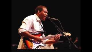 Watch Robert Cray Tell The Landlord video