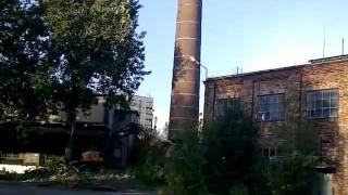 Wyburzenie komina koparką(1).flv