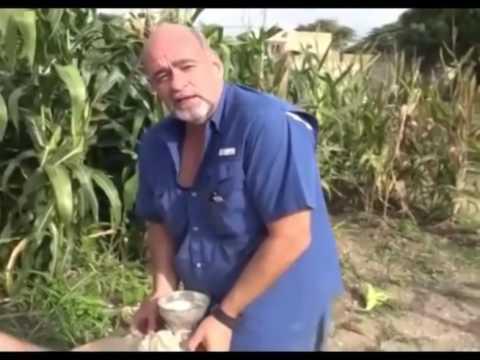 Gobernador Ameliach explica cómo preparar cachapa con su propio maíz cultivado