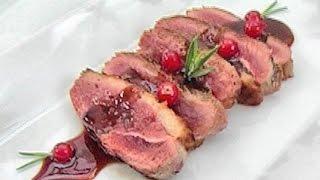 Утиное филе с красной смородиной и розмарином.