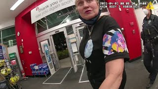 Download lagu Police body cam footage shows woman on racist rant at Florida Walgreens
