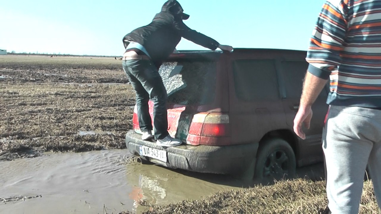 2017 video SUBARU forester in mud 20 AT