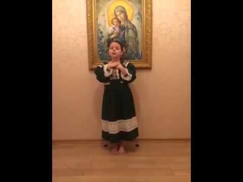 Софійка Богомолець читає вірш про українську мову