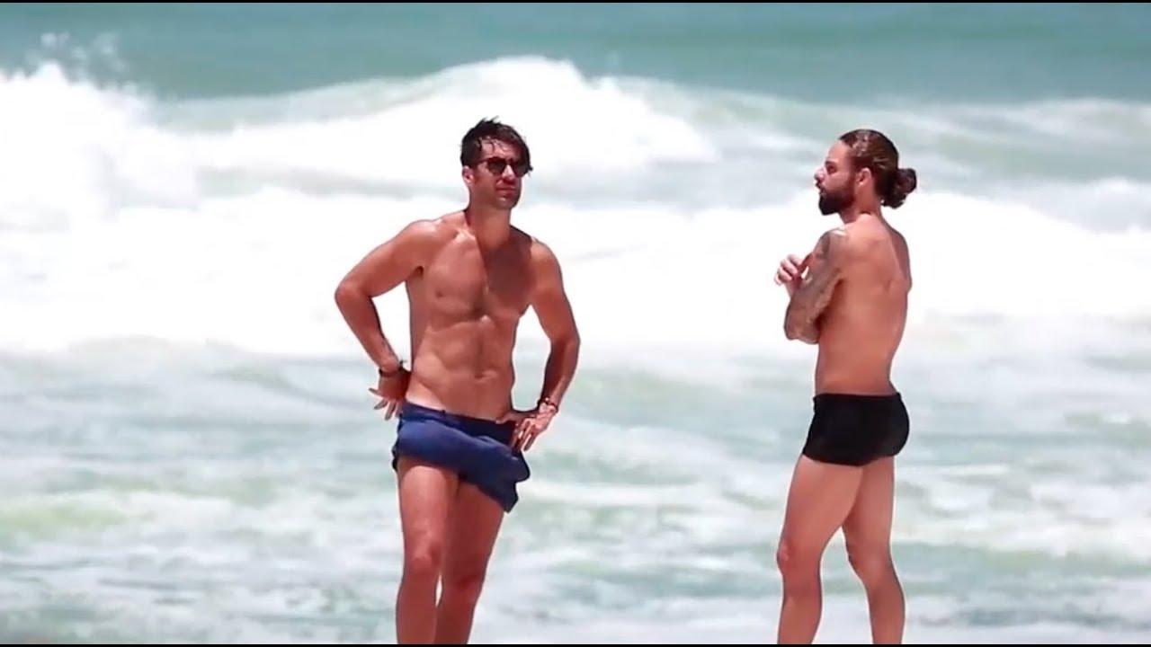 611fc5fec Ator Marcos Pitombo é flagrado curtindo uma praia com outro rapaz ...
