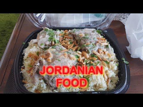 EATING JORDANIAN FOOD (MANSAF)