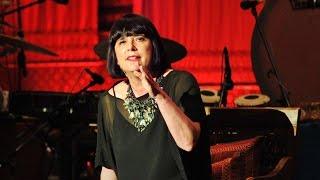 Eve Ensler: sobre a alegria no corpo e na alma - Legendado