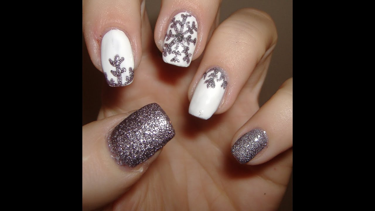 winter nails snowflakes