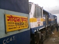 GODAN EXPRESS | Crossing Phariha, Azamgarh | Lokmanyatilak Terminal to Gorakhpur | Indian Railways