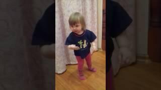 СТАВИМ ЛАЙК!СМОТРЕТЬ ВСЕМ!ЭТО КЛАСС!Маленькая девочка танцует под тимати.
