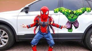 बच्चों की कार कहानी में एली एक सुपरहीरो बन जाता है