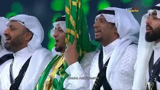 الملك سلمان يتفاعل مع العرضة في ملعب الجوهرة