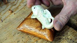 Деревянная подушка для рыбы. Резьба по дереву.