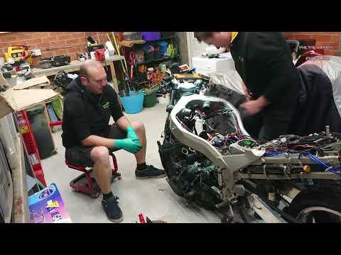 ZZR1100 (ZX-11) Drag Bike - Engine Removal